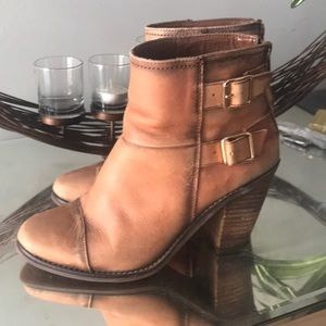 Jessica Simpson 6.5 leather boots